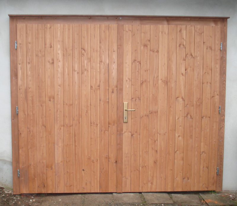 Holztr selber bauen mit welchen baustzen kann man for Schiebetore holz selber bauen